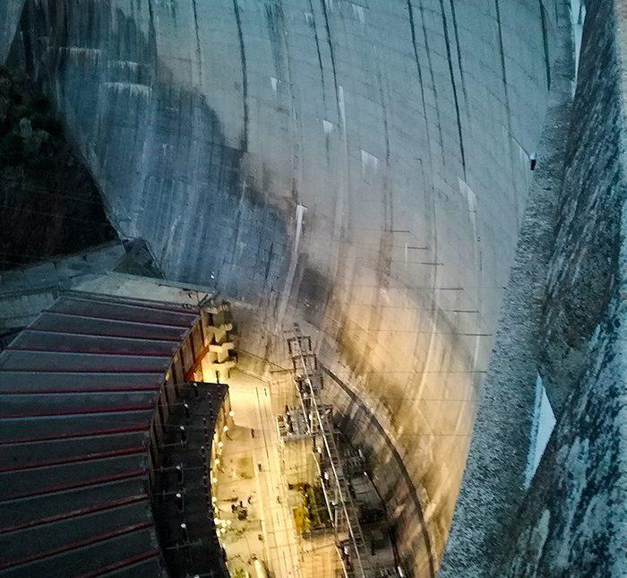 Revisión de compuerta de la Central Hidráulica de Valdecañas.